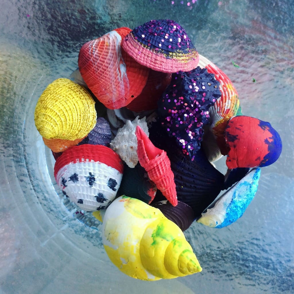 Seashell Painting is a fun, after beach activity. Check out this post to find out how I did this seashell craft for kids.
