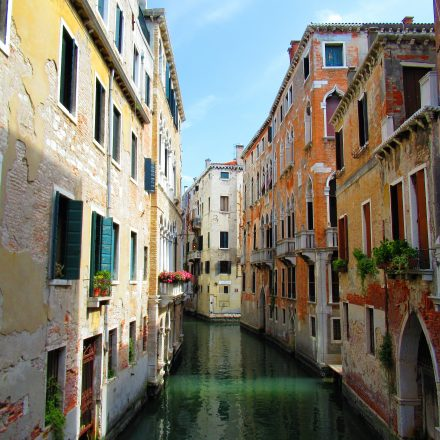 Venice, Italy is a stunning city of canals and bridges...but also very touristy. This post features travel tips and guides on how to explore Venice like a local. #Venezia