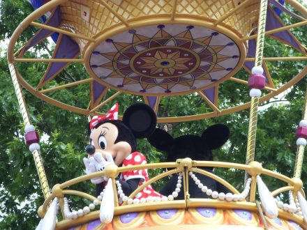 Planning a Disney World vacation can be overwhelming for newvbies. Here are some quick tips to make your first time at Disney World truly magical.