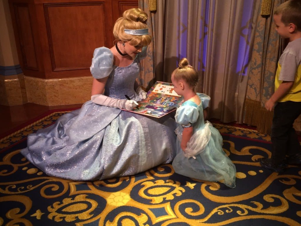 Collecting Disney character autographs are a fun and cheap way to make magical memories during your Walt Disney World vacation.