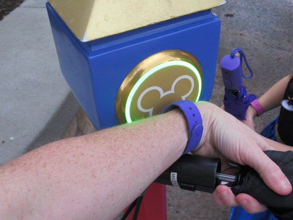 When planning a Walt Disney World vacation, what DIsney FastPass should you get? Check out this this complete guide to the Disney World FastPass system.
