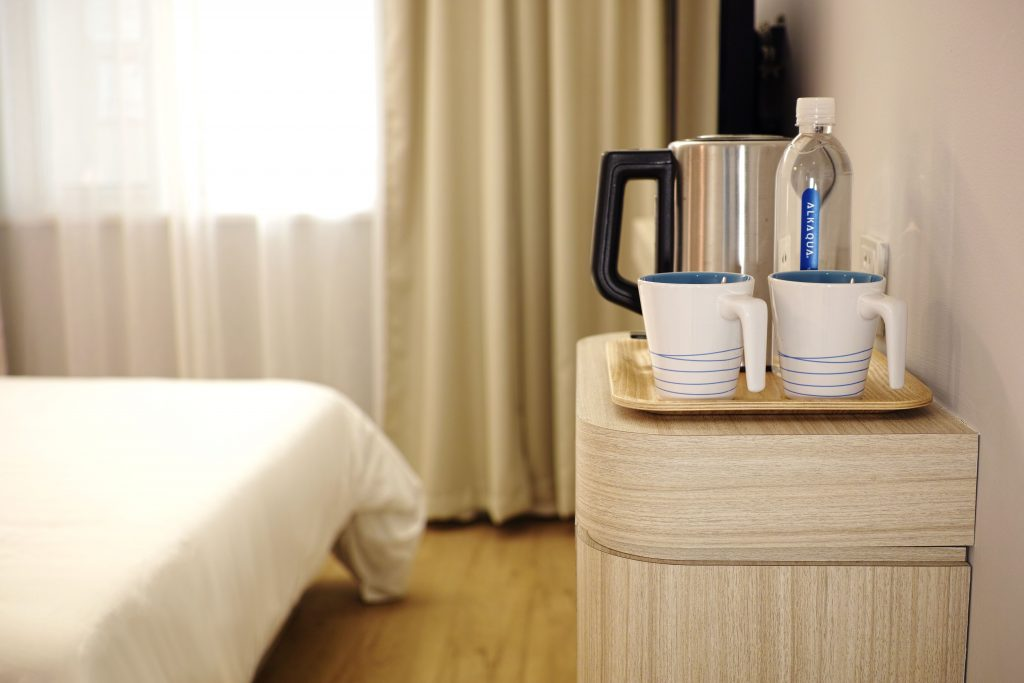 Guest room rentals and hotels can be reduced by up to 50% by traveling in the off-season.